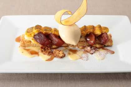 安納芋のスイートポテトと林檎のキャラメリゼ シナモンアイスと共に