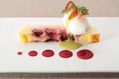 苺のチーズプディング ヨーグルトソルベ添え
