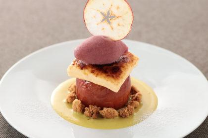 林檎のローストとクリームブリュレ 林檎の赤ワインソルベ