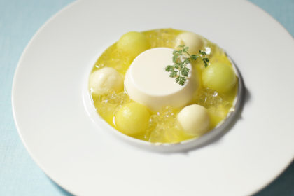 杏仁ブランマンジェ メロンのスープ仕立て