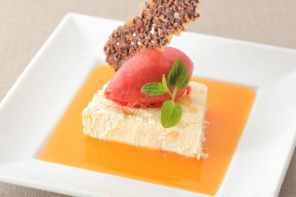 オレンジのパルフェとブラッドオレンジソルベ カンパリスープと共に