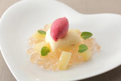 白桃のパルフェ 赤桃ソルベ添え